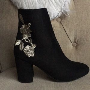 Chic Flower Embroidered boots